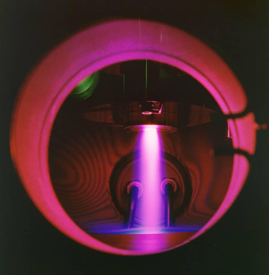 CVD-Prozesskammer: Der Plasmastrahl lässt den Diamant wachsen