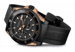 Die Gucci Dive zeigt Datum, Gangreserveanzeige und Kleine Sekunde (im Uhrzeigersinn).