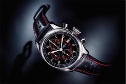 In Schwarz und in Weiß ist der Vintage-Chronograph von Davosa erhältlich.