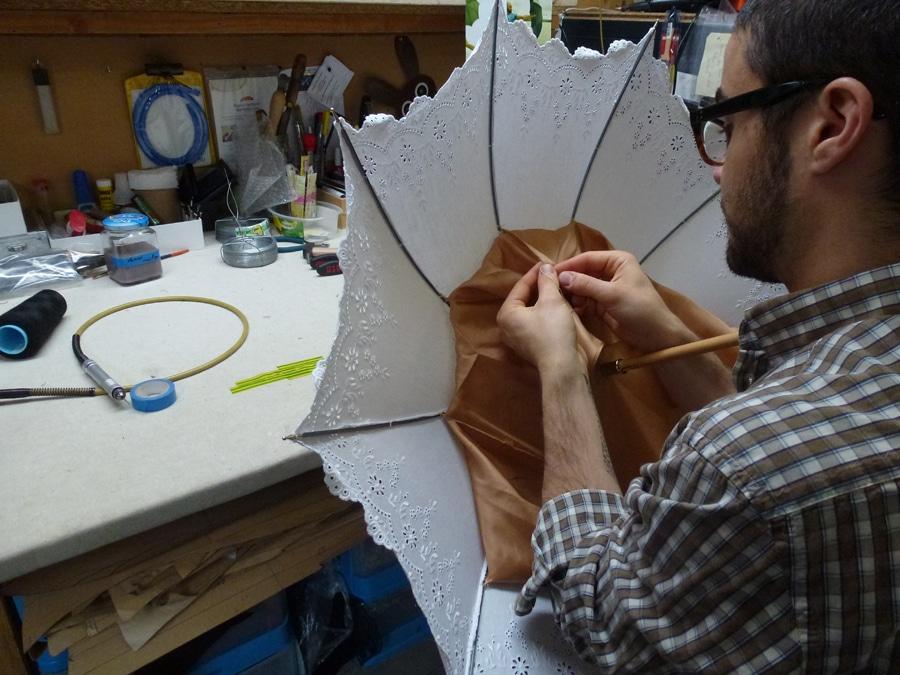 Alles per Hand: im Atelier des Schirmmachers Michel Heurtault