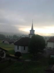Der Nebel hängt noch tief in Le Brassus.