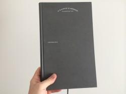 Der neue Katalog von A. Lange & Söhne erzählt die Firmengeschichte aus eigenem Blickwinkel.