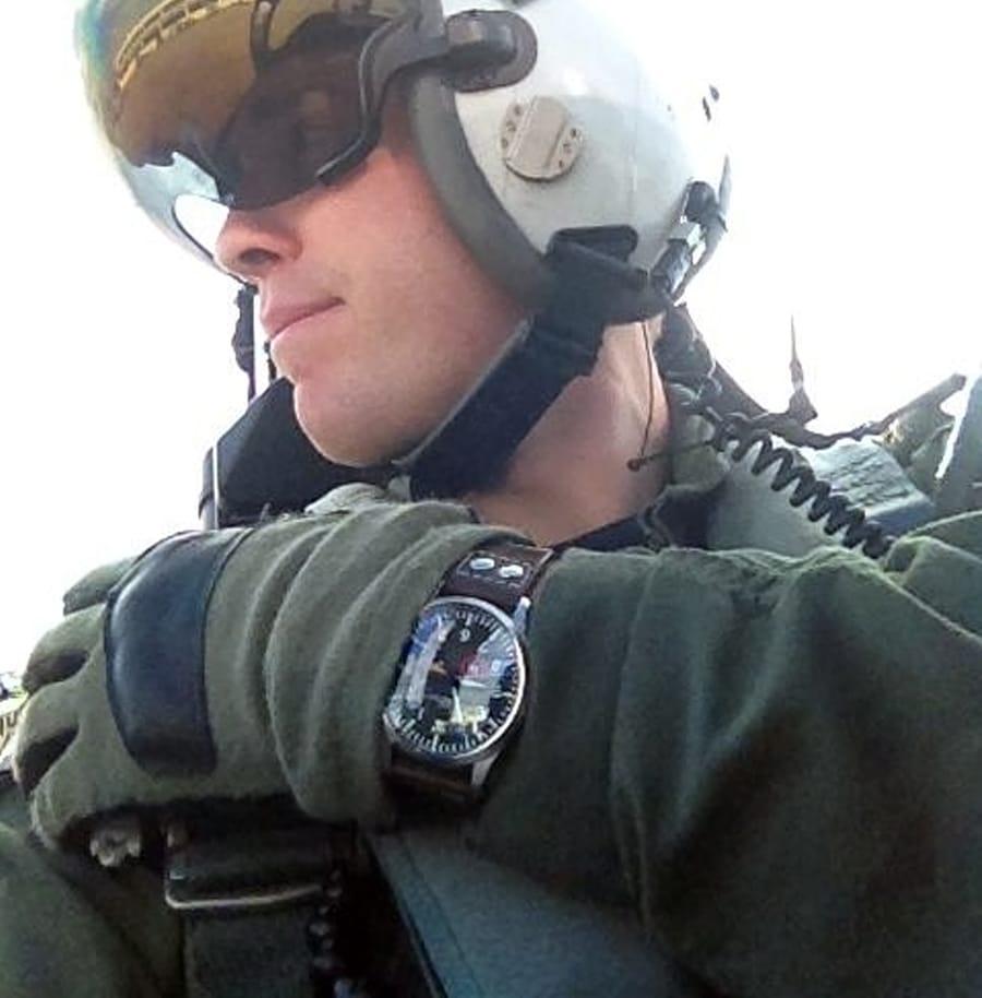 Ein Kampfpilot mit der Uhr von Tourby Watches