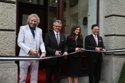 Chronoswiss-Inhaber Oliver und Eva Ebstein eröffnen gemeinsam mit Thomas Gottschalk und dem Luzerner Stadtpräsidenten den neuen Firmensitz.