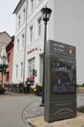 In Glashütte lebt die Zeit. Diese Beschilderung bezeichnet historische Orte in der kleinen Stadt.