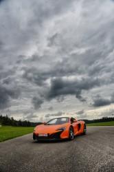 Zum Test des McLaren wie zur zugehörigen TAG Heuer-Uhr ging es auf den Flughafen.