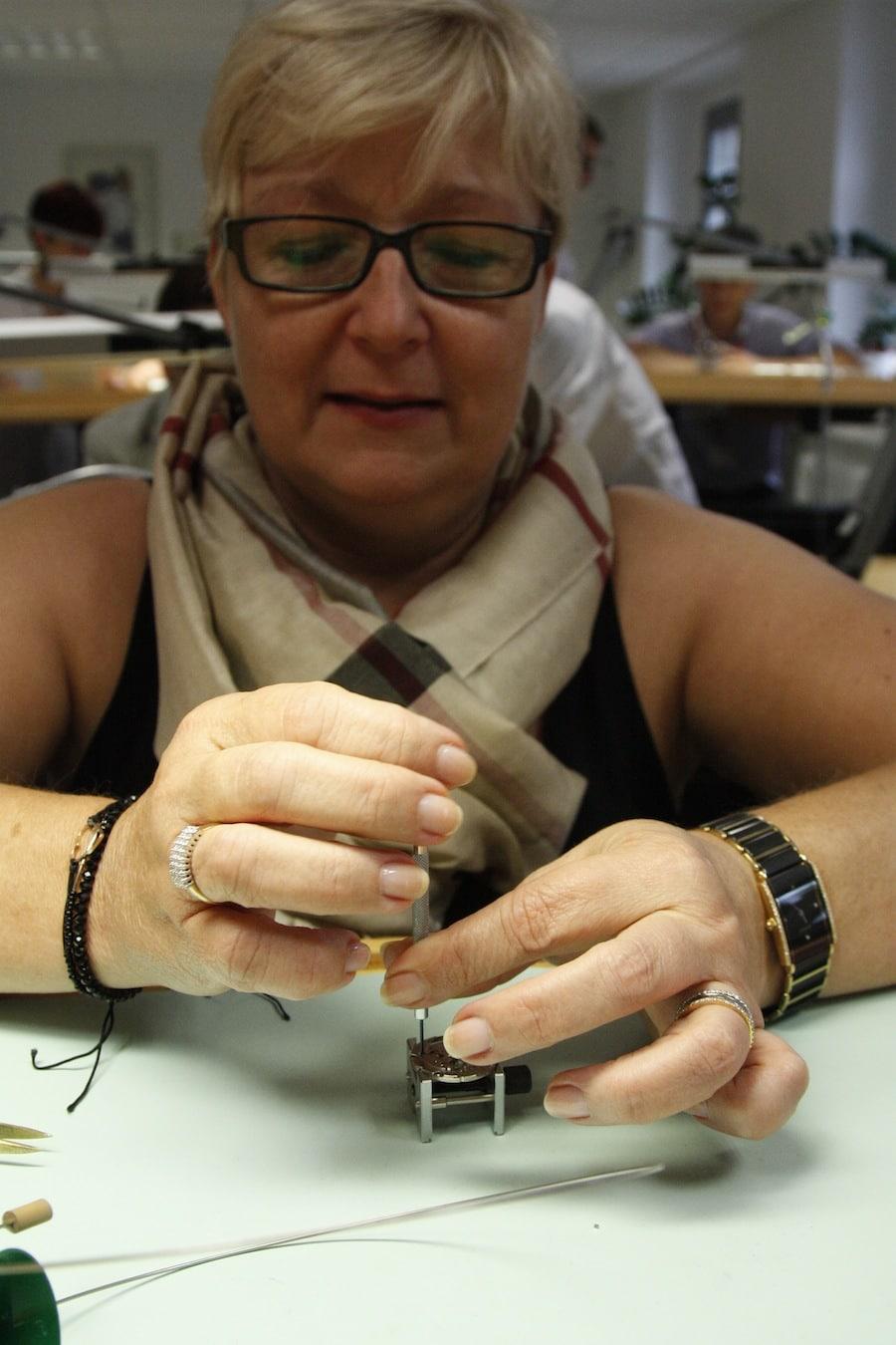 Die uhrmacherische Aufgabe bei den Fingerübungen war recht anspruchsvoll, wurde aber gemeistert.