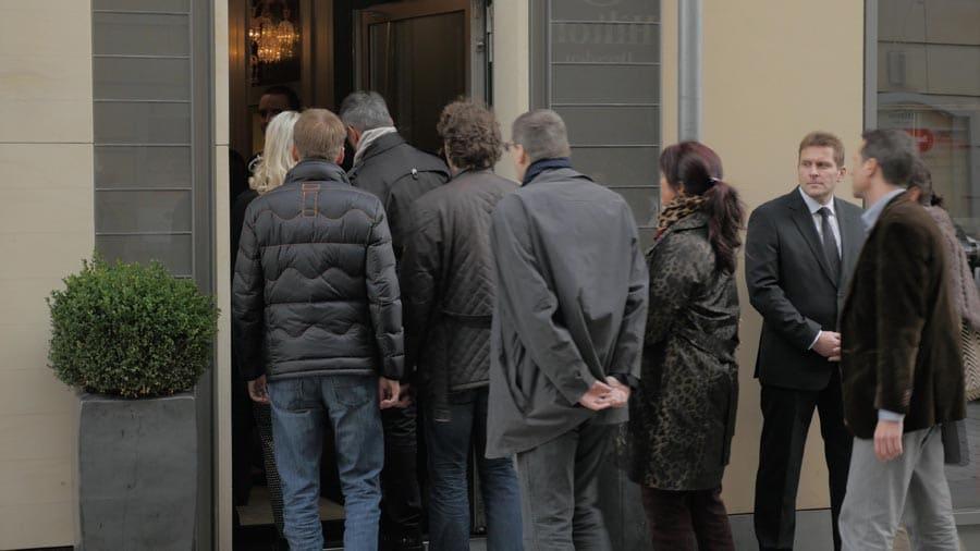 Die Gäste von IBG Exklusiv treffen in der A. Lange & Söhne Boutique ein.