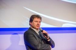 Anthony de Haas, Chefkonstrukteur von A. Lange & Söhne, stellt das Jubiläumsmodell Lange 1 Tourbillon Handwerkskunst vor.