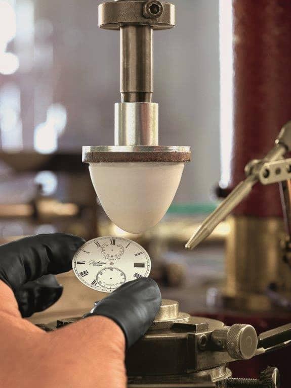 Die Herstellung von Zifferblättern umfasst verschiedene Verfahren.