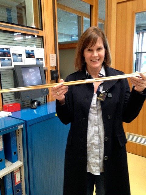 Zu Besuch bei Piaget: UHREN-MAGAZIN-Autorin Katrin Nikolaus in der Armbandfertigung