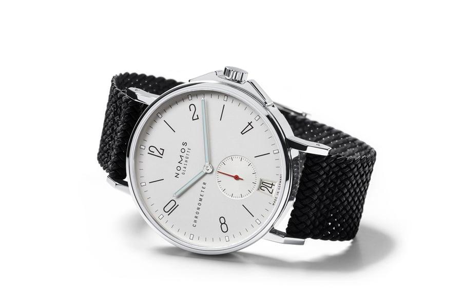 Die Nomos Ahoi Datum Chronometer in der Edition von Watchtime.net sieht nicht aus wie eine typische Taucheruhr, ist aber bis 20 Bar wasserdicht.