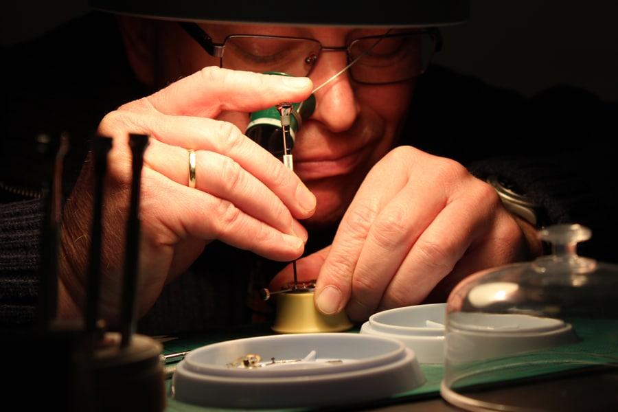Schaumburg-Watch-Uhrmacherseminar: Das Handaufzugswerk wird auseinander gebaut