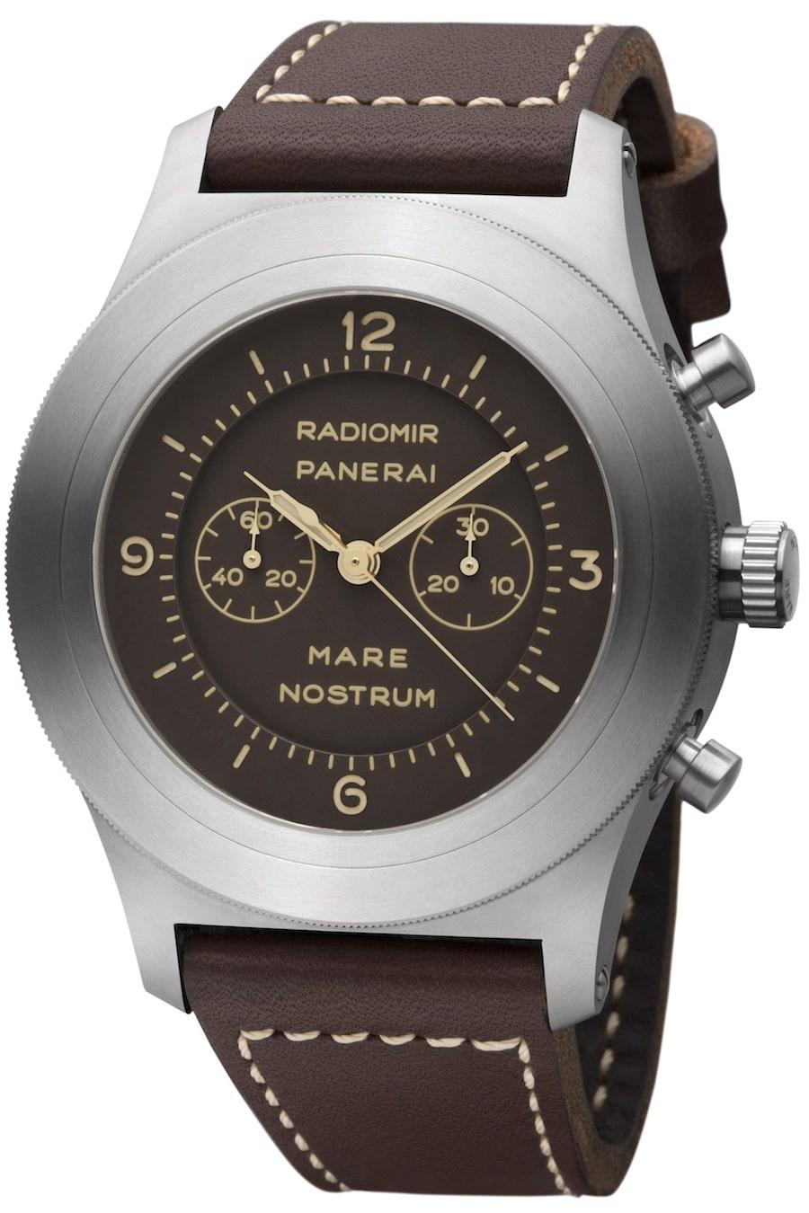 Der Chronograph mit einem neuen Manufaktur-Werk besitzt ein 52-Millimeter-Gehäuse aus Titan.
