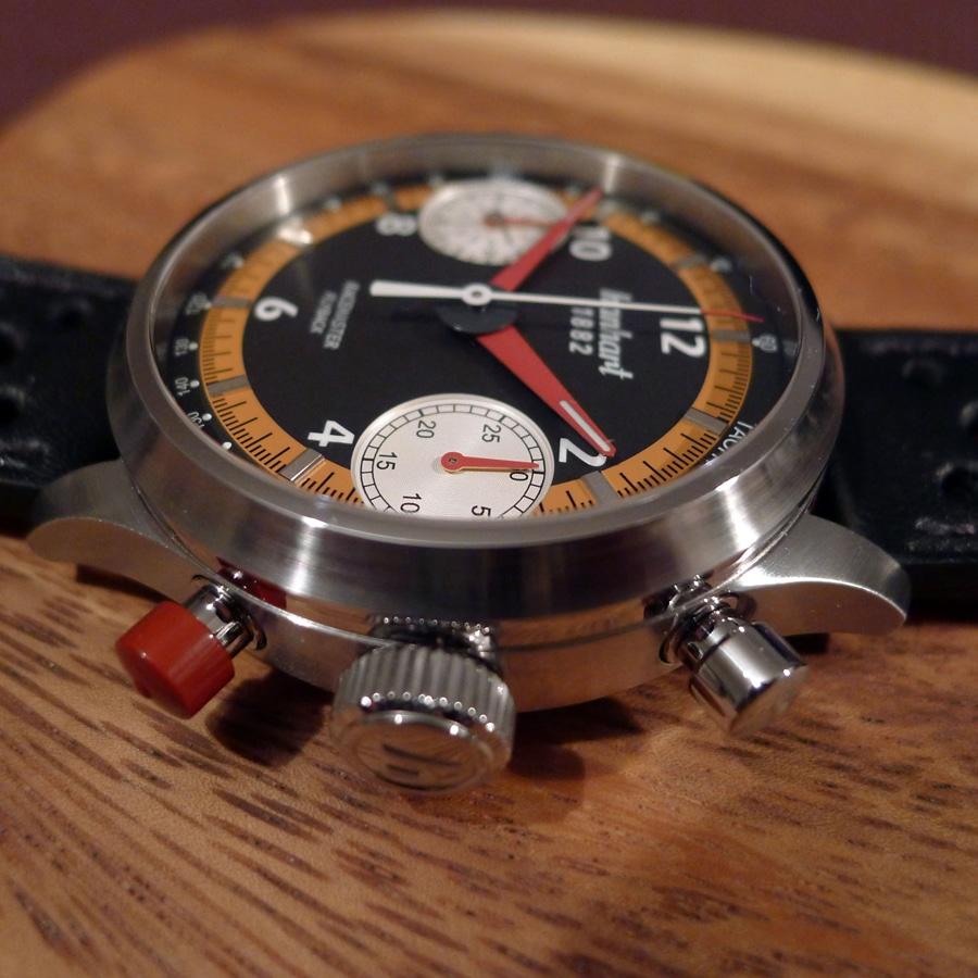 Klares Design im Geiste einer Armbandstoppuhr für den Motorsport.
