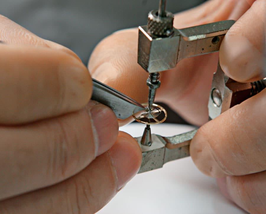 Seiko: Spiralfedern werden selbst mit der hauseigenen Legierung Spron gefertigt