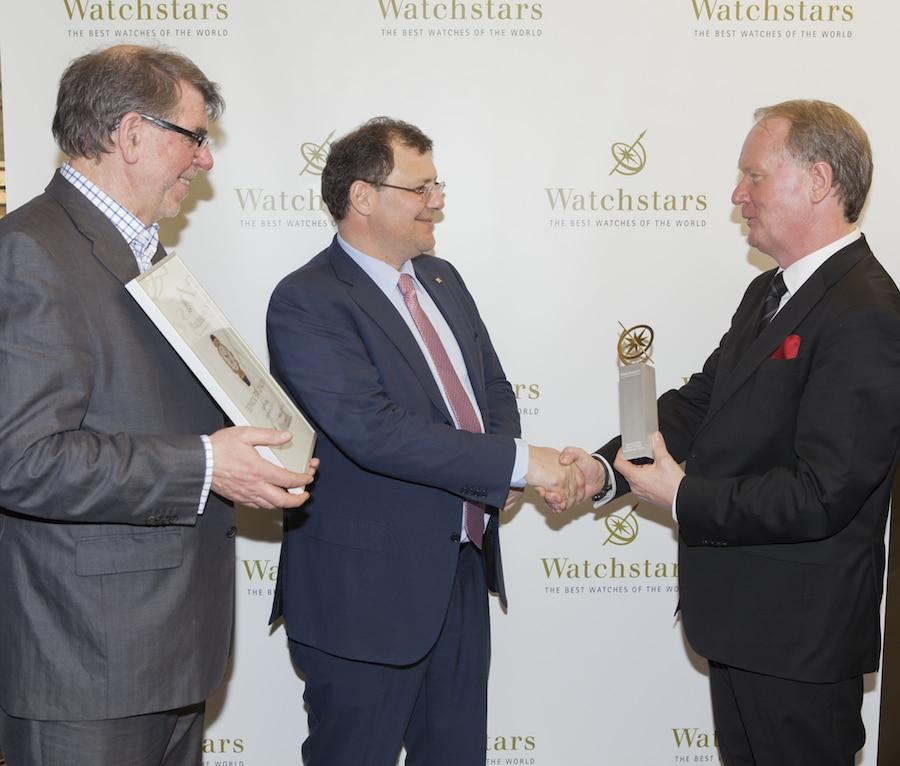 Watchstar Executive Thomas Wanka gratuliert Thierry Stern zum Sieg in der Kategorie Technik.
