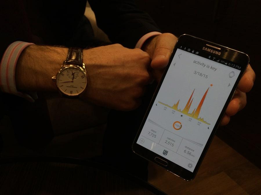 Die Horological Smartwatch ist mit einer App für Android oder iOS verbunden