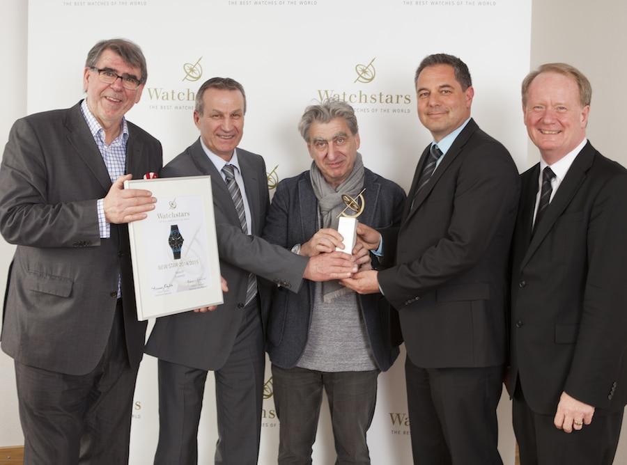 Nick Hayek (Mitte) nimmt den Watchstars Award gemeinsam mit den ETA-Verantwortlichen von Gisbert L. Brunner (links) und Thomas Wanka (rechts) entgegen.