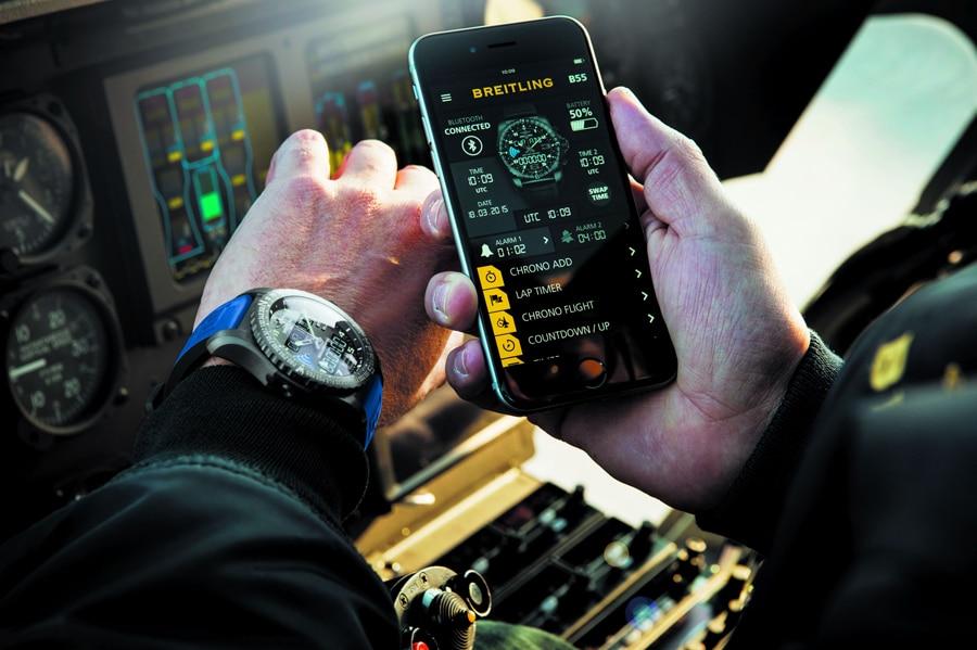 Breitling: B55 Connected in Verbindung mit dem Smartphone