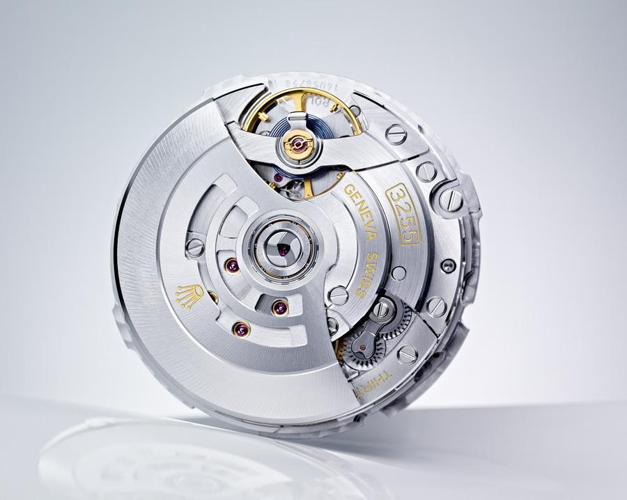 Das Räderwerk wurde optimiert. Rolex hat Hochleistungs-Schmiermittel entwickelt, die im eigenen Hause synthetisch hergestellt werden.