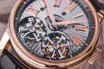 Roger Dubuis: Hommage Fliegendes Doppeltourbillon mit Handguillochierung