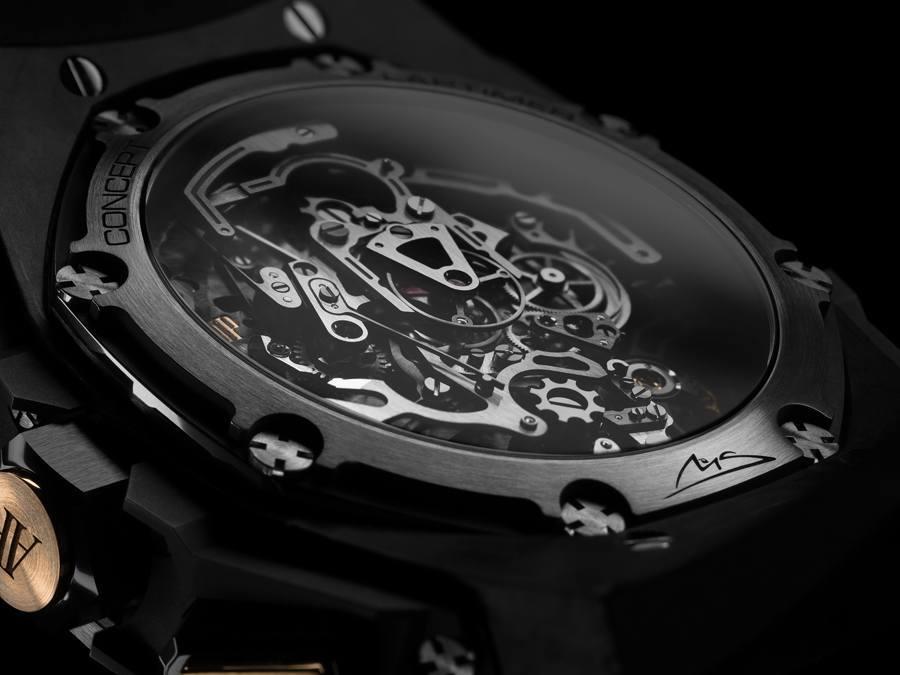 Die Uhr besteht aus Carbon, Keramik, Gold und schwarzem Titan