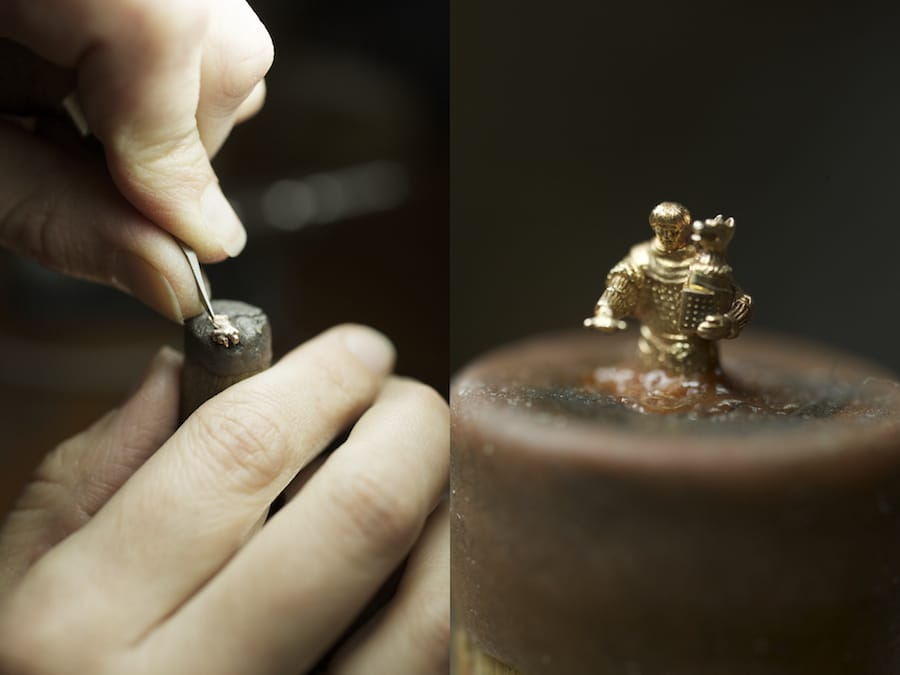 Die zwölf Ritter sind jeweils lediglich 6,5 Millimeter groß und von Hand graviert.
