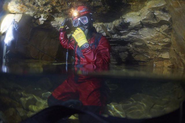 Chronos testet die Sinn U2 S in der Falkensteiner Höhle auf der Schwäbischen Alb.