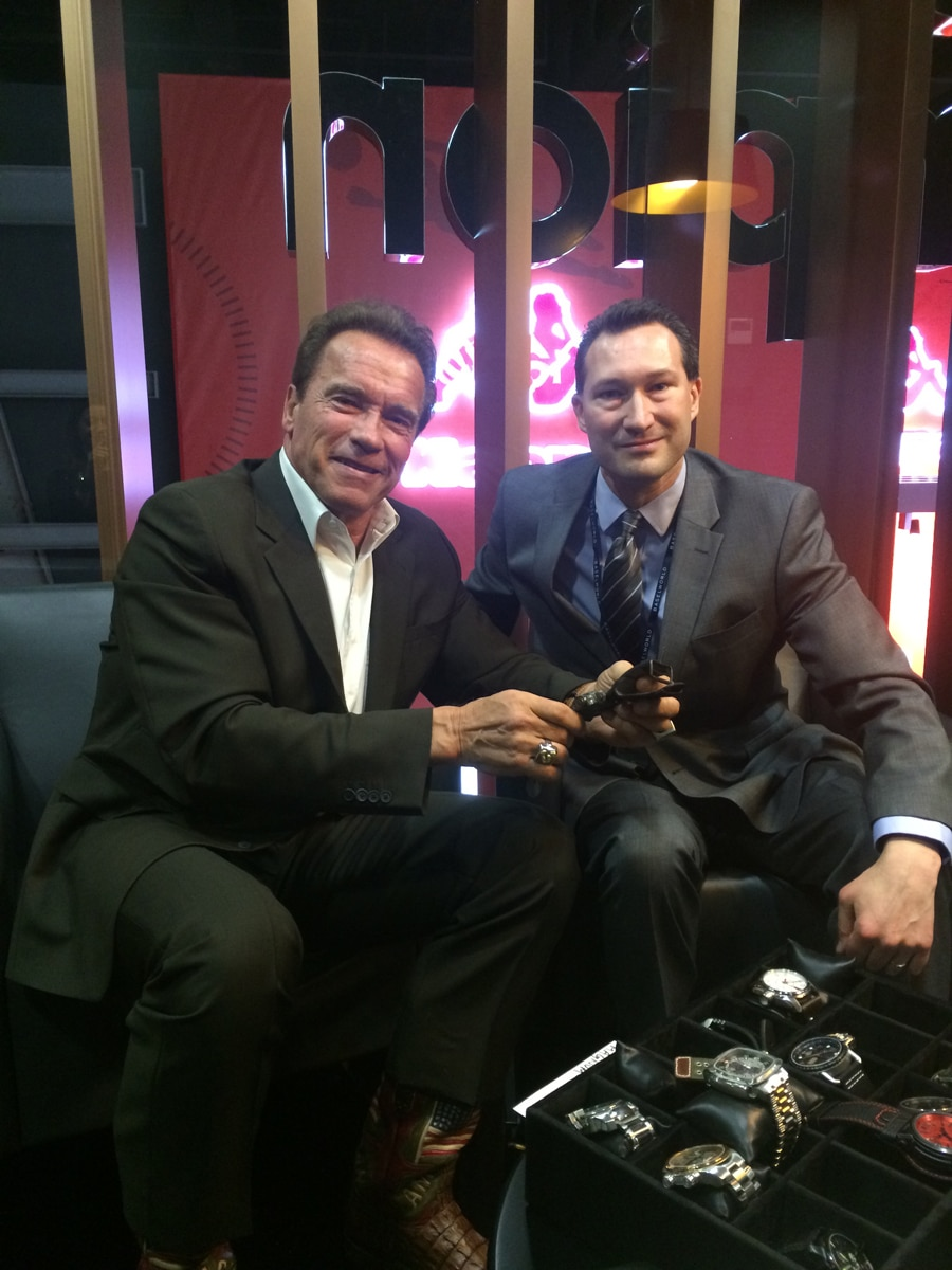 Arnold Schwarzenegger und Watchtime.com-Autor Mark Bernardo