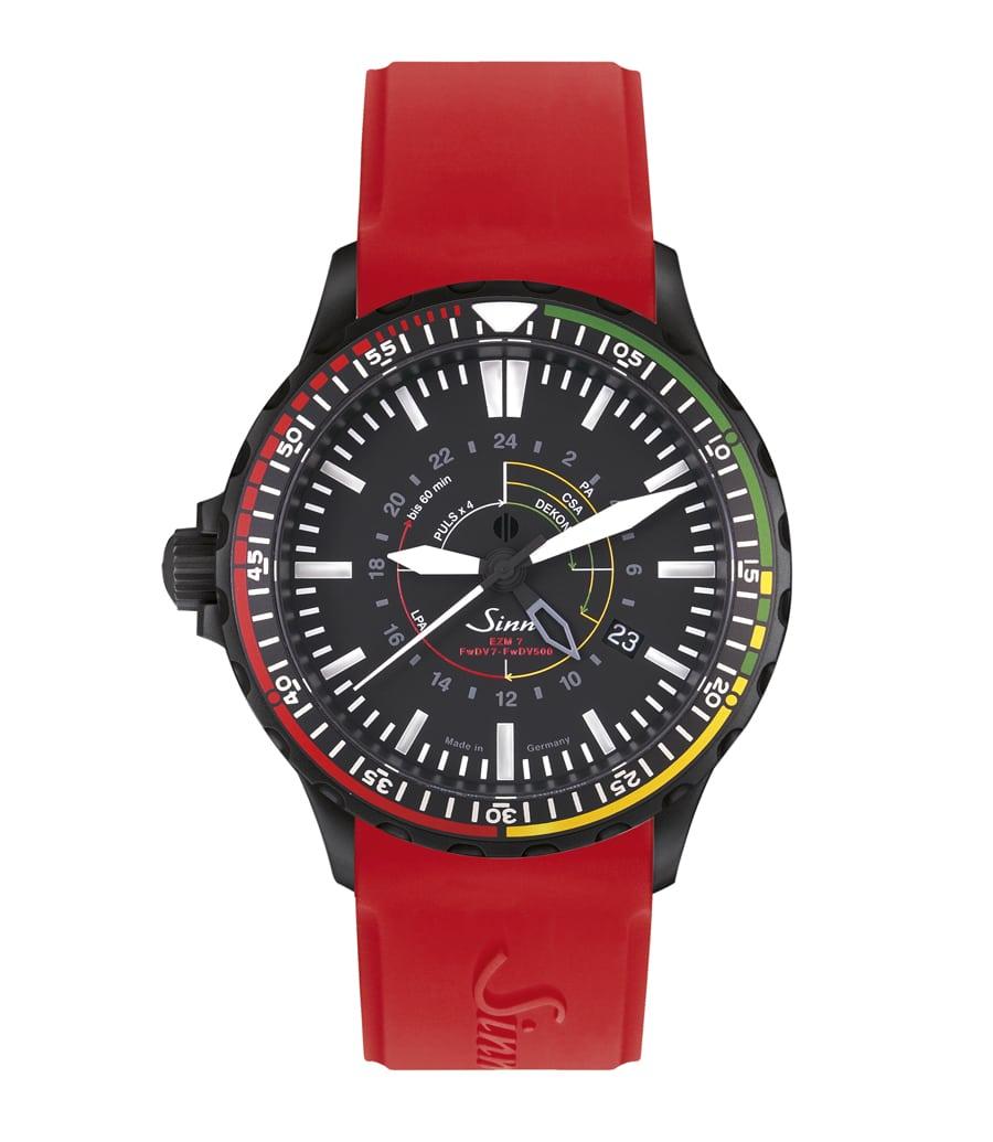 Sinn Spezialuhren: EZM 7 S mit rotem Silikonband