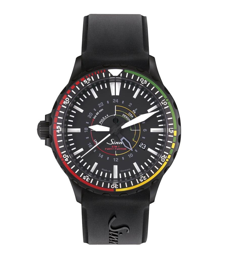 Sinn Spezialuhren: EZM 7 S mit schwarzem Silikonband