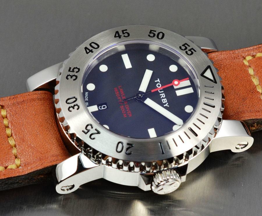 2011 präsentierte Tourby Watches das Premierenmodell: Die Taucheruhr Lawless 45.