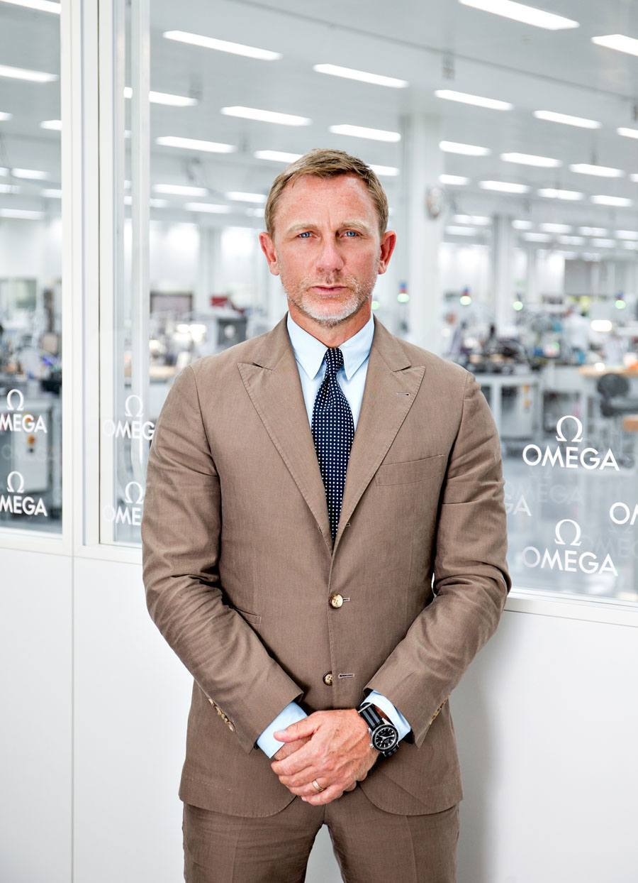 Daniel Craig alias James Bond besucht Omega-Manufaktur in der Schweiz.