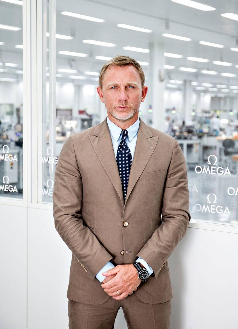 Daniel Craig alias James Bond besucht Omega-Manufaktur in der Schweiz.