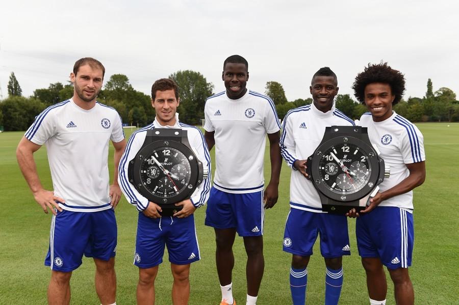 Chelseas Spieler Ivanovic, Hazard, Zouma, Ramires und Willian mit Hublot-Stadionuhren