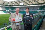 Jean-Claude Biver und Christian Seifert besiegeln Sponsoring-Vertrag zwischen TAG Heuer und