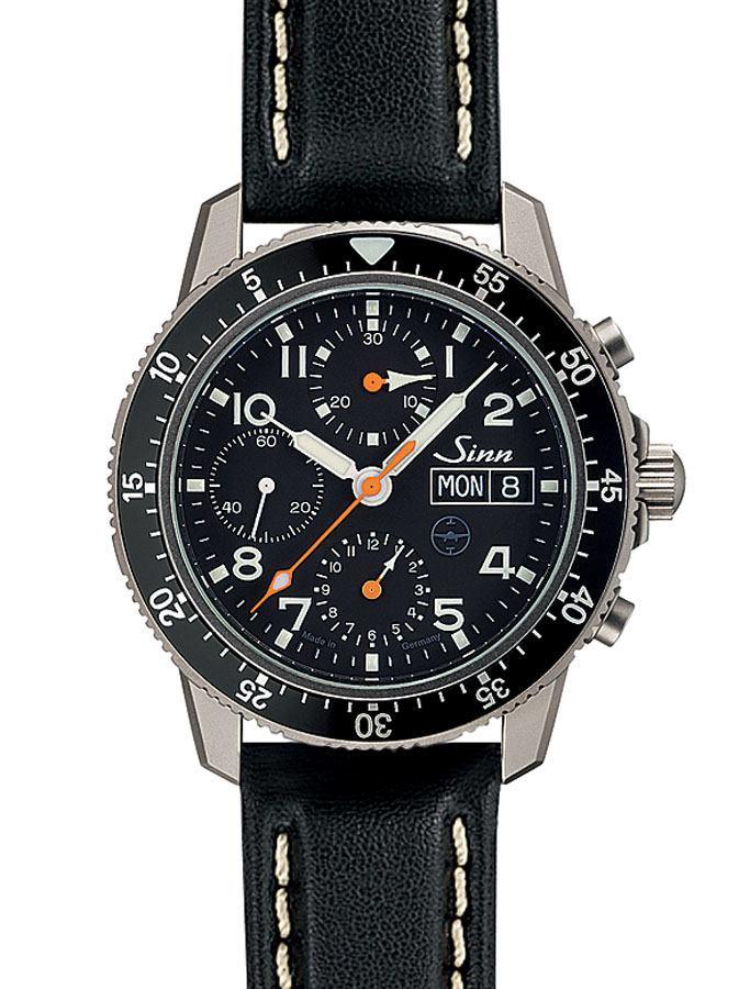 Beispiel für eine Uhr mit Fensterdatum: Sinn Spezialuhren 103 Ti UTC TESTAF