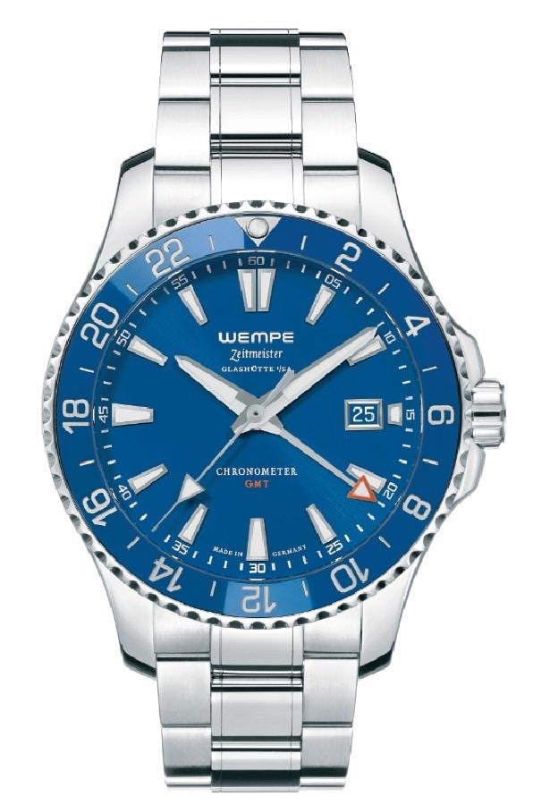 Der offiziell nach DIN 8319 geprüfte deutsche Chronometer Zeitmeister Sport GMT von Wempe Glashütte ist auch in Marineblau erhältlich.