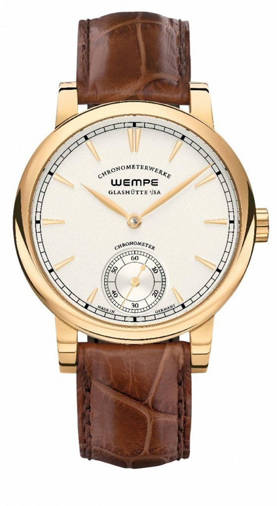 Der Chronometer verzichtet auf die Anzeige der Gangreserve bei zwölf Uhr und wird dadurch kleiner im Durchmesser.