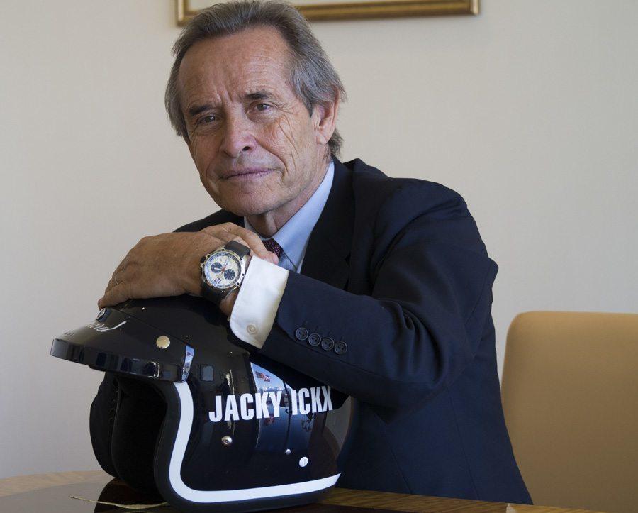 Jacky Ickx trägt den Chopard Superfast Chrono Porsche 919 Jacky Ickx Edition