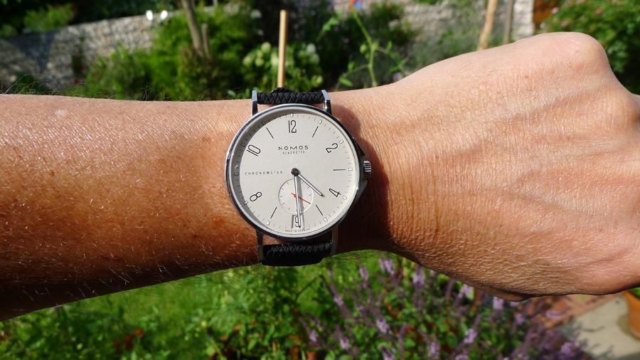 So sitzt die Nomos Ahoi Datum Edition Watchtime.net am Arm von Michael Hövelmann.