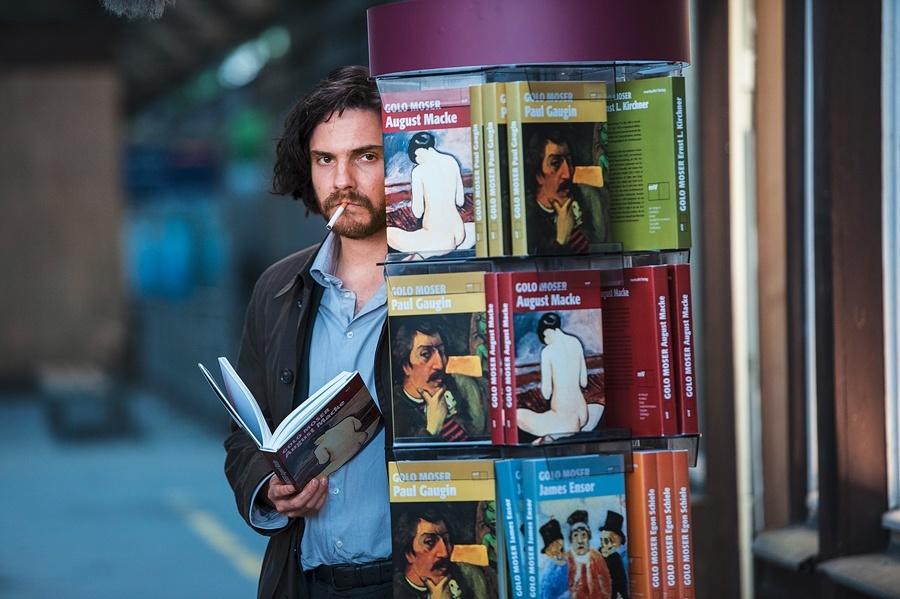 "Ab 17. September 2015 im Kino: Daniel Brühl in ""Ich und Kaminski"" (Foto: X Verleih AG)."