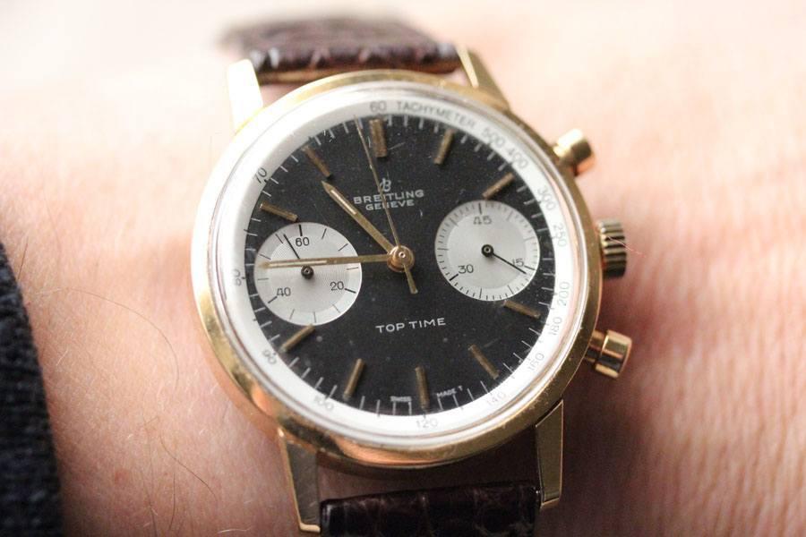 Die Breitling Top Time Referenz 2004 am Handgelenk von Boris Pjanic