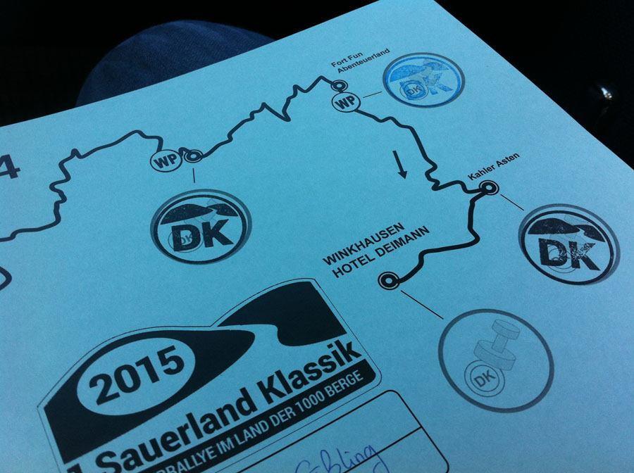 """Oldtimer Rallye, 1. Sauerland Klassik: Stempel bestätigen dem Team das Passieren sogenannter """"Durchfahrtskontrollen"""". Abkürzungen lohnen sich daher nicht – kein Stempel darf fehlen."""