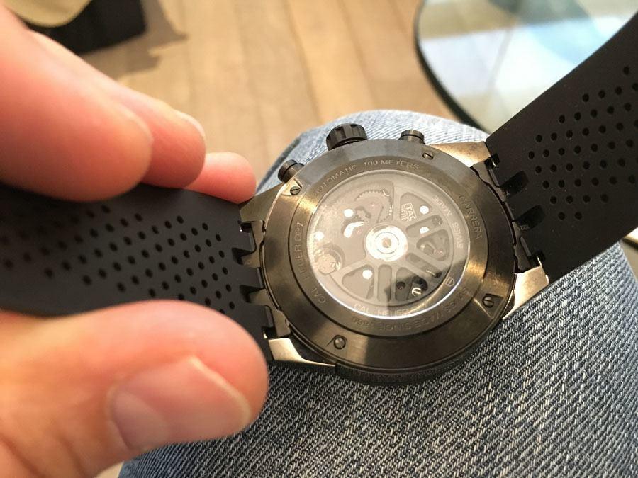 In der Carrera Heuer 02 tickt das hauseigene Chronographenkaliber CH80 mit Automatikaufzug und Chronometerzertifikat der COSC.