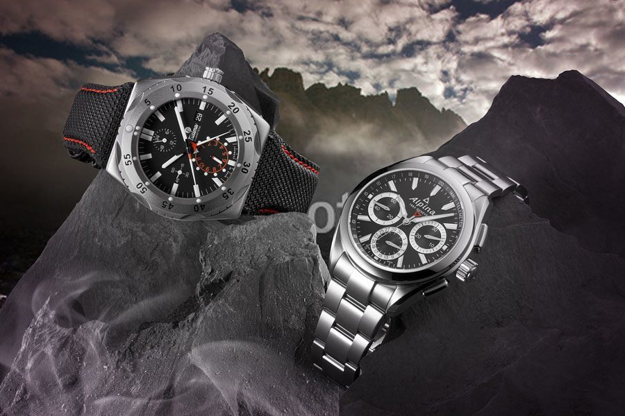 Tutima M2 Pioneer versus Alpina Alpiner 4 Flyback Chronograph Manufacture // Foto: Nik Schölzel, Hintergrundbild: fotolia.com/Tetastock