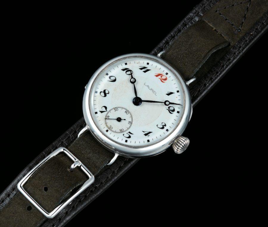 Die erste Armbanduhr aus japanischer Herstellung stammt aus dem Hause Seiko und hatte den Markennamen Laurel.