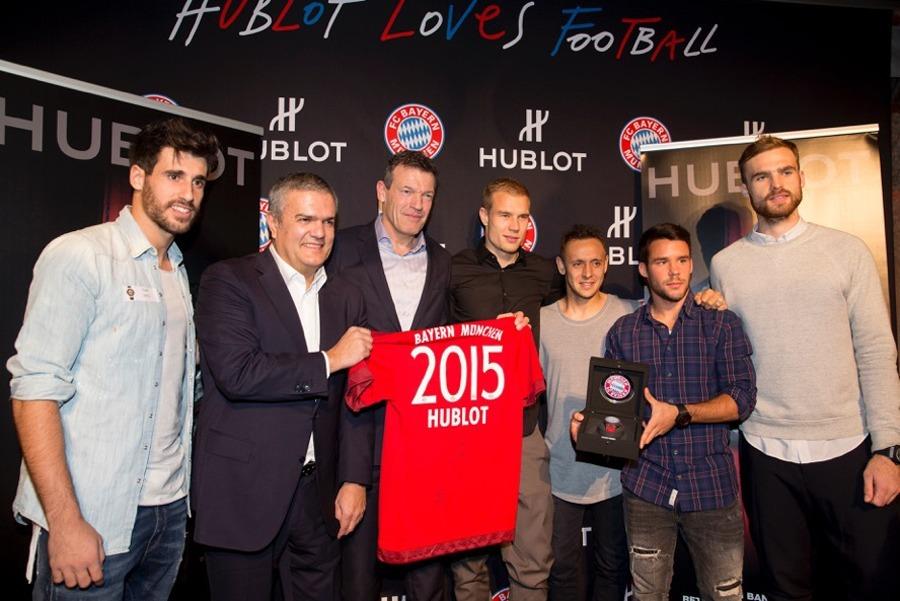 Bayern-Spieler Javi Martinez, Hublot-CEO Ricardo Guadalupe, FCB-Vorstand Andreas Jung, Bayern-Spieler Holger Badstuber, Rafinha, Juan Bernat und Jan Kirchhoff