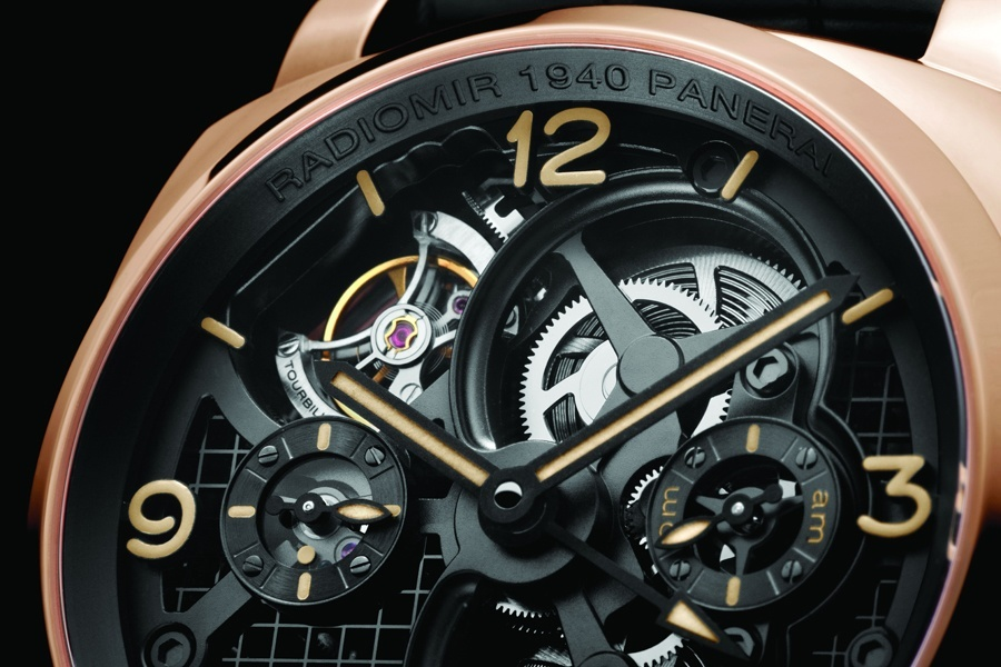 Oben links: Das Tourbillon der Panerai Radiomir 1940 Tourbillon GMT Oro Rosso